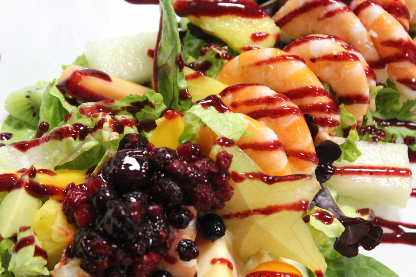 Ensalada de Langostinos y Frutas Tropicale